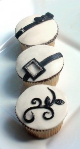 black-white-silver-cupcakes