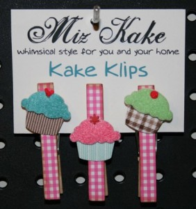 cupcake-clothespin-magnets