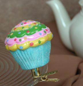 cupcake-ornament-confetti