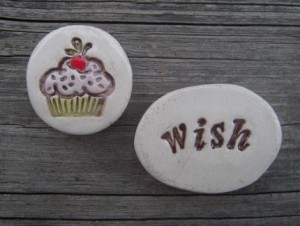 lit-bits-of-mud-hutt-cupcake-celebration-magnet-set