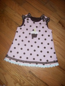 pink-and-brown-polka-dot-birthday-dress-with-removable-bows-appliqued-with-cupcake-and-your-childs-name