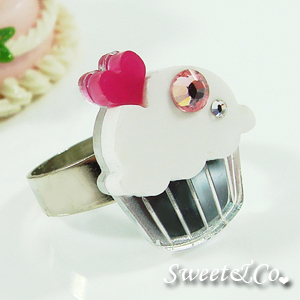 mini-white-cupcake-crystal-silver-ring