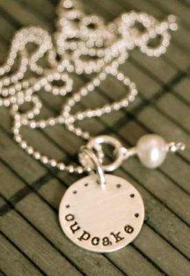 lisas-cupcake-necklace