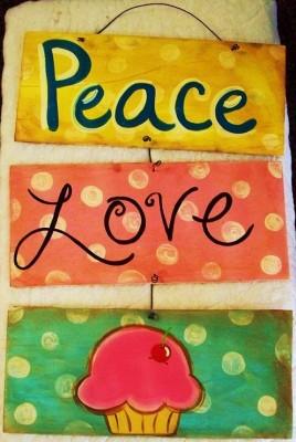Peace Love Cupcake