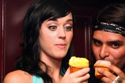 Katy Perry love cupcakes