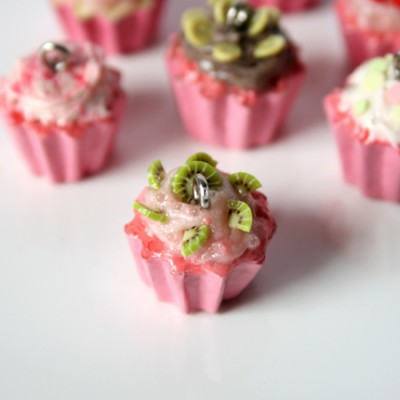 strawberry-kiwi-cupcake-charm