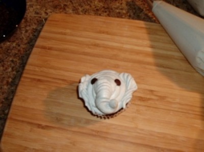 elephant cupcake (1)