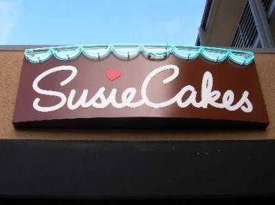 susie cakes sign