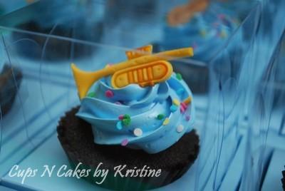 trumpet cupcake