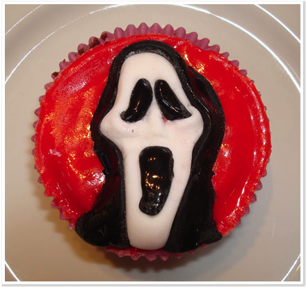 if you are completely done with all the traditional halloween cupcakes of ghosts witches and pumpkins and are looking for something very different - Scary Halloween Cupcake Ideas