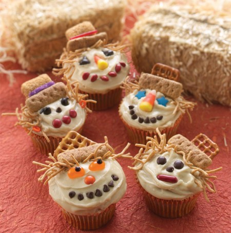Scarecrow cupcakes all things cupcake for Fall cake ideas