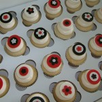 cakeboxsoc - Contemporary Flower Cupcakes - Always loved this classic contemporary color combo.  -  http://www.cakeboxsoc.com/