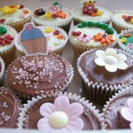 Sam Kershaw - Chocolate and flower cupcakes - http://www.flickr.com/photos/22445575@N08/