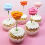 thedecoratedcookie - felt flower cupcake toppers - http://www.thedecoratedcookieblog.com/