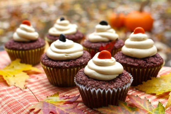Chocolate Beet Cupcakes with Maple Cream Cheese Frosting - All Things ...