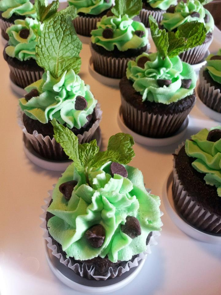 Mint Chocolate Chip Cupcakes - All Things Cupcake